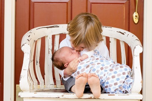 【南京离婚律师谢保平法律咨询】没有结婚,同居生的宝宝,孩子的抚养权的归属谁?
