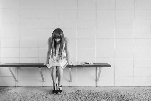 被家庭暴力,他往死里打我,想离婚他不离,怎么能离婚呢?