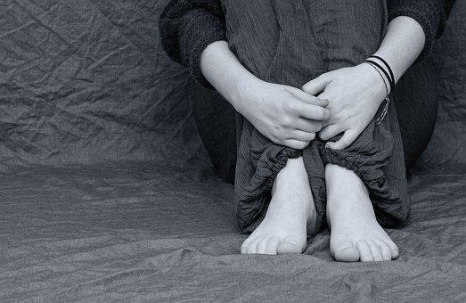 怀孕被家暴可以告他坐牢?南京免费离婚法律咨询,南京离婚律师谢保平免费咨询电话微信:18601404123